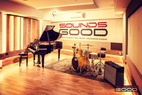 live-room-0235C9C235-9C20-70D9-594F-E19062F54ADA.jpg