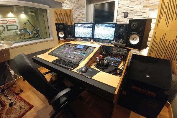 studio-0305813005-3DB4-1CCA-A27A-0C6635C8AC1A.jpg